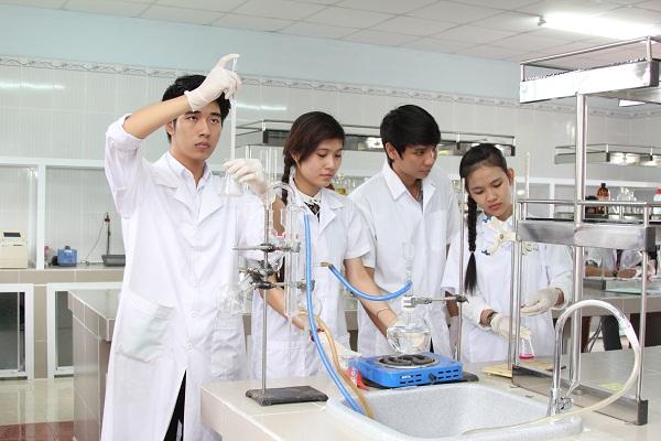 Cao đẳng Dược lấy bao nhiêu điểm? Điểm chuẩn ngành Dược hệ Cao đẳng